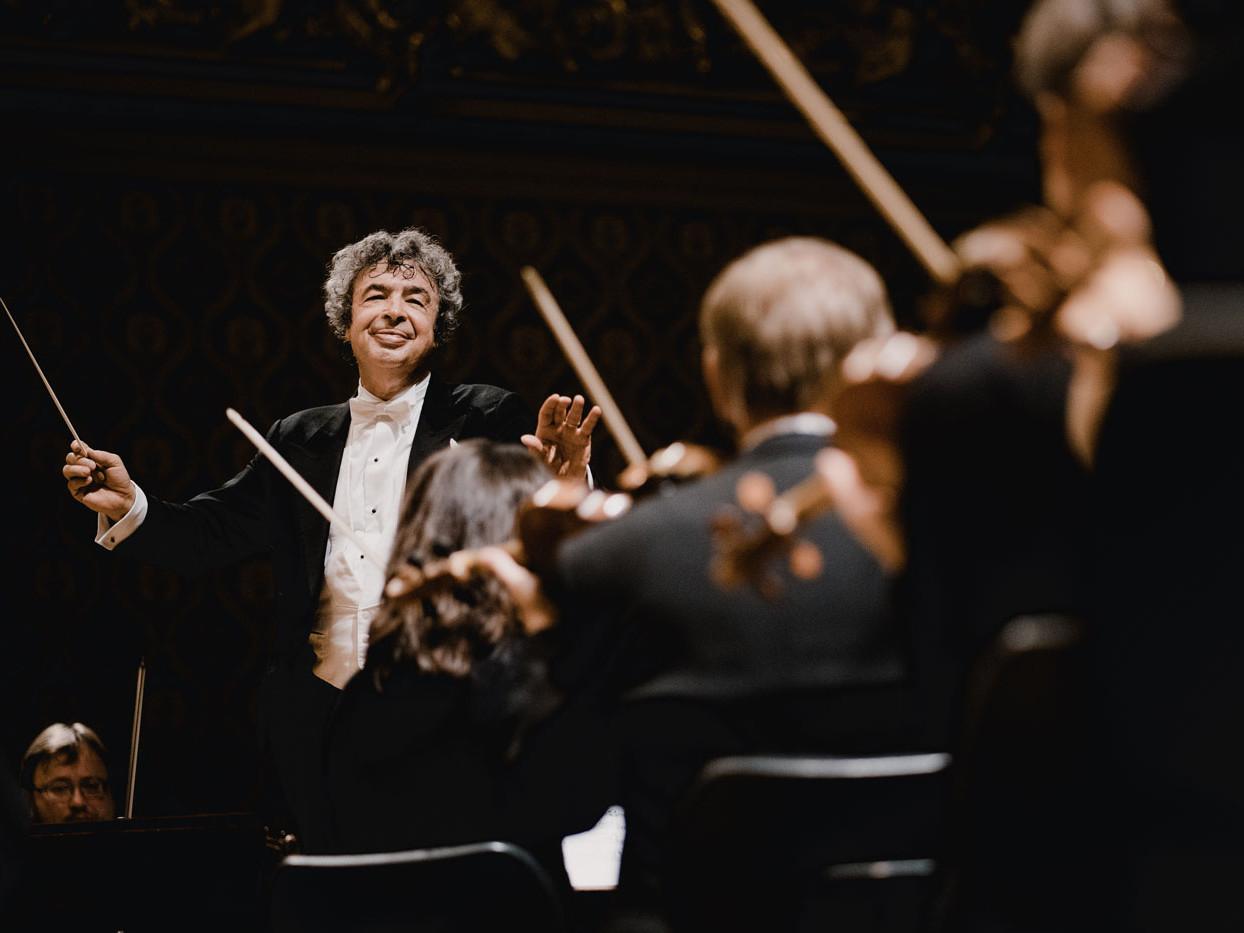 Semyon Bychkov, conductor – Macbeth Media Relations – Photo Marco Borggreve